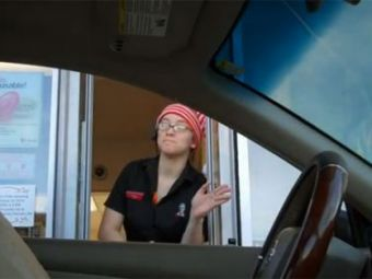 SUPER VIDEO Soferul INVIZIBIL! Cea mai tare farsa la McDonald's! Cum reactioneaza angajatii: