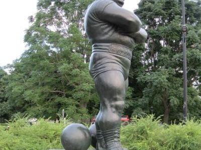 A carat 1.000 de kilograme in spate si a intrat pentru totdeauna in istorie! Louis Cyr, adevaratul HERCULE al timpurilor noastre! Cum arata omul care putea MUTA MUNTII: