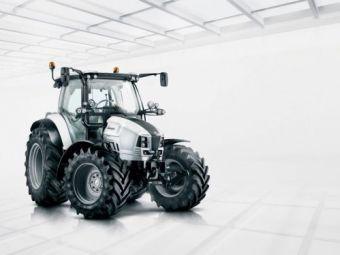 VIDEO: Tractorul in care se urca orice femeie de pe Pamant daca-i vede sigla. Secret pastrat 60 de ani la naftalina.