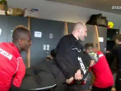 VIDEO: Rednic, atacat in vestiar! Van Damme l-a luat pe sus si l-a aruncat in piscina! Cum a reactionat antrenorul roman: