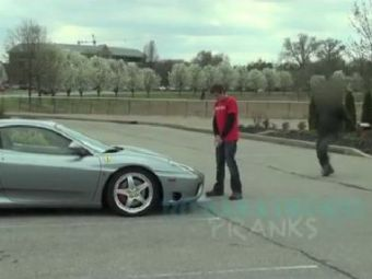 VIDEO Farsa GENIALA! Ce a patit soferul unui Ferrari care a parcat pe locul handicapatilor! Razbunarea demna de Hollywood: