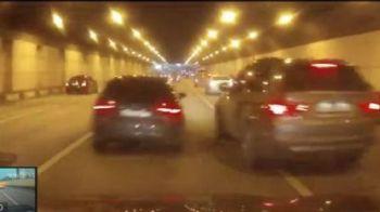 VIDEO Cursa pe drum public intre un Audi si un BMW! Nu s-a incheiat bine! PANICA maxima intr-un tunel din Rusia!