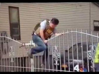 VIDEO Epic fail la Boston! Politistul care a incercat sa impresioneze, dar s-a facut de RAS! Cum ai fi procedat in locul lui?