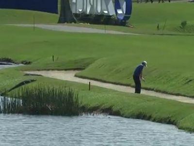 VIDEO INCREDIBIL! Jucau golf cand au vazut CROCODILUL in spate! Toata lumea s-a temut de un dezastru! Ce s-a intamplat