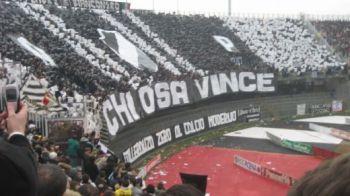 """Surpriza MACABRA pentru jucatorii unei echipe din Italia! Fanii le-au transmis un mesaj halucinant: """"Salvarea sau VIOLENTA!"""" Ce au montat pe tot terenul:"""