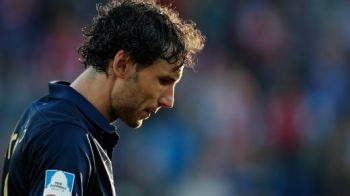 Cel mai RAU mod in care poti sa inchei o cariera fantastica: Van Bommel a fost eliminat la meciul de retragere!
