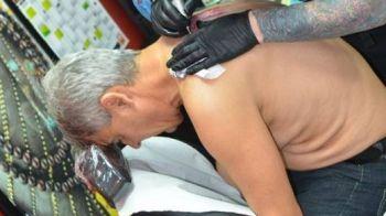 FOTO Nu-l credeai in stare de asta! Sorin Cartu si-a facut TATUAJ la 57 de ani! Ce si-a scris pe spate:
