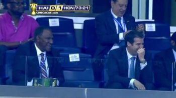 INTRUSUL care a amuzat un stadion intreg! Jucatorii au oprit meciul cand au vazut ce se intampla! FAZA ZILEI