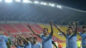NIMENI nu stia ce se intampla in afara stadionului! Ce era pe STRAZI in timp ce baietii lui Reghe se gandeau NUMAI la meci! Politia a intervenit cu gaze lacrimogene!