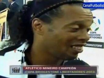 """Moment INCREDIBIL cu Ronaldinho dupa ce a devenit ZEU in America de Sud! Nicio ezitare cand a fost intrebat: """"Cine e cel mai bun din lume?"""" Mesajul emotionant de la final:"""