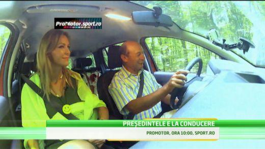 Basescu a facut show pe Dacia! Vezi test drive-ul presedintelui la PRO Motor