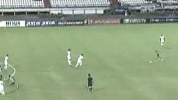 Sutul SUPERSONIC cu care era sa-l scoata din poarta! Un sudamerican a reusit probabil cel mai frumos gol din 2013! Vezi executia DISTRUGATOARE: