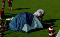 """Protest extrem pe Giulesti: peste 30 de suporterii si-au instalat un cort pe gazon si au intrat in greva foamei! """"Sa plece Sandu si Dragomir"""" VIDEO"""