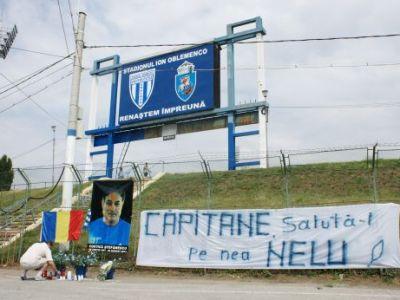 Trupul neinsufletit al lui Costica Stefanescu a fost depus la Stadionul Ion Oblemenco! Mesajul fanilor care au venit sa-si ia adio!