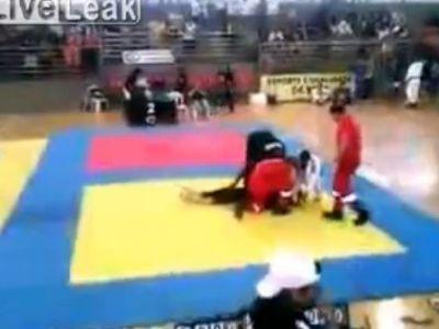 Un meci de jiu jistu a avut un final TRAGIC: Un copil de 15 ani a ramas PARALIZAT! VIDEO
