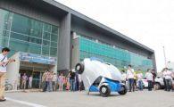 Coreenii au lansat masina care SE PLIAZA: E 100% electrica si prinde 37 km/h! E atat de mica incat o poti parca oriunde: VIDEO