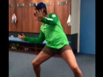 Pantilimon are un DILIU in vestiar :) Un jucator de la City s-a crezut Beyonce pentru cateva minute, colegii erau pe jos de ras! VIDEO