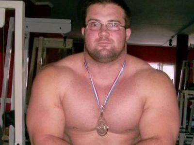 Acest GRASAN este un culturist senzational! Aici avea 160 de kg! Cand a slabit i-a socat pe toti: Arata PERFECT! FOTO