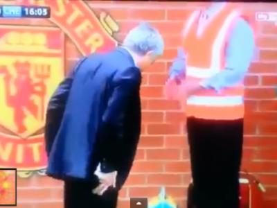 Scene de Stan si Bran pe Old Trafford! Ce cauta Mourinho in timpul meciului? Spectatorii au ras de el! VIDEO: