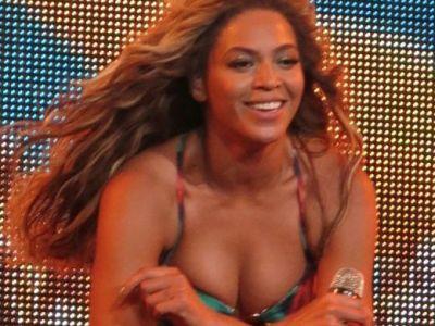 Cei mai norocosi fani! Au avut parte de experienta vietii langa Beyonce! Cum au trait un moment de adrenalina maxima langa o vedeta! Tu cum reactionai?