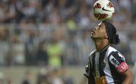 ZAMBETUL care a fermecat lumea fotbalului a revenit! Ronaldinho, 2 goluri de senzatie din lovituri libere! Parca le-a pus cu mana direct la vinclu: VIDEO