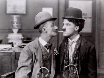 """BLESTEMUL numelui Chaplin: """"Imi doresc sa fi luat numele mamei mele!"""" Cariera INCREDIBILA aleasa de nepotul lui Charlie! Vezi cu ce se ocupa:"""