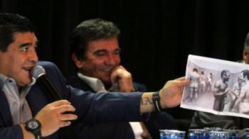 """Maradona a ras cu LACRIMI de Pele: """"Se crede mare? Uitati-va al el, a fost cel mai mic!"""" Gest scandalos al argentinianului:"""