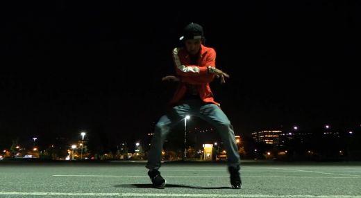 Clipul pe care nu trebuie sa-l ratezi! Danseaza incredibil pe varianta dubstep a unei melodii a lui Michael Jackson! 1 milion de oameni s-au uitat deja la ce poate: VIDEO
