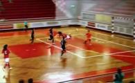 VIDEO GOLAZO!!! Executie geniala la fotbalul feminin in sala! N-o sa-ti vina sa crezi la nebunie s-a gandit!