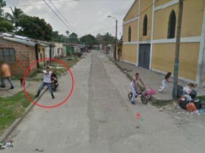 Imagine INCREDIBILA surprinsa de Google Street View in Columbia! CE FACEA acest tanar din imagini:FOTO
