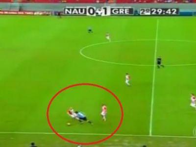"""""""Hooop, STAI USOR!"""" Faza zilei in fotbal: i-a trecut de 3 ori mingea printre picioare, in doar 20 de secunde! VIDEO:"""