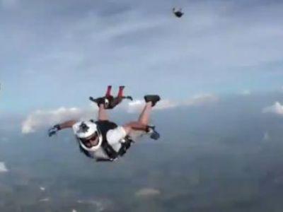 Imagini SENZATIONALE: Un skydiver A LESINAT in timpul saltului si a fost salvat intr-un mod miraculos! VIDEO