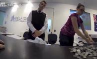 A devenit IDOL pentru milioane de soferi: si-a platit amenda cu mii de monede! Reactia INCREDIBILA la casierie! VIDEO: