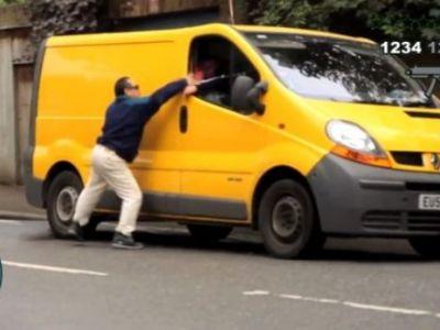 A sarbatorit lansarea GTA V cu o farsa dementiala: A FURAT masini in viata reala :)) Cum au reactionat soferii: VIDEO