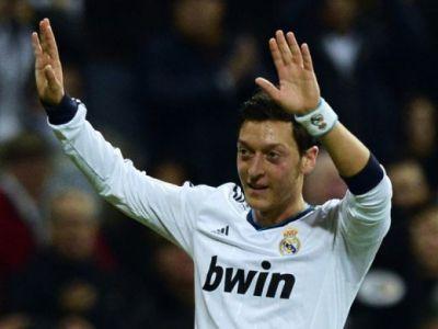 L-a numit AFEMEIAT, acum il ataca inca o data DUR! Mesut Ozil, criticat de fostul sau sef de la Real! De ce spune Perez ca a fost nevoit sa-l vanda: