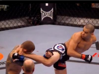"""Cel mai tare KO al ANULUI! Un brazilian a reusit cea mai spectaculoasa lovitura din 2013! Vezi cum i-a dat """"perversa"""" din intoarcere! VIDEO"""