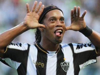Momentele pentru care este considerat ZEU! Skill-ul lui Ronaldinho este INEGALABIL! Assist ca asta nu reusesti nici la FIFA: VIDEO :)