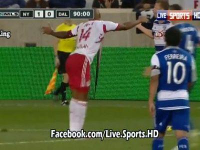 LEGENDA a inventat o nebunie de dans! Thierry Henry s-a enervat din cauza arbitrului si a protestat intr-un mod ORIGINAL! Clipul la care te uiti pe repeat: VIDEO