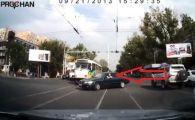 Aroganta se plateste! Lectia DURA pe care a primit-o un sofer in trafic: Era prea ocupat sa vada si asta! VIDEO