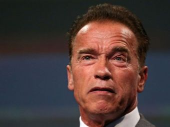 Imagini in PREMIERA! Arnold si-a scos prietena in oras! Sarut FIERBINTE cu femeia mai tanara cu 30 de ani decat el! FOTO: