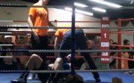 Cel mai tare ARBITRU din lume: A intrat in ring si l-a pus in cap pe un boxer TUPEIST! VIDEO GENIAL