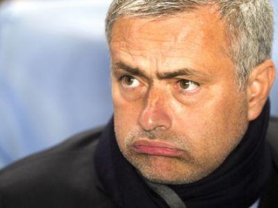 ULTIMA SANSA cu Steaua! Fanii lui Chelsea il fac PRAF pe Mourinho, desi in primavara se rugau sa-l inlocuiasca pe Rafa Benitez! Ce mesaje DURE i-au trimis: