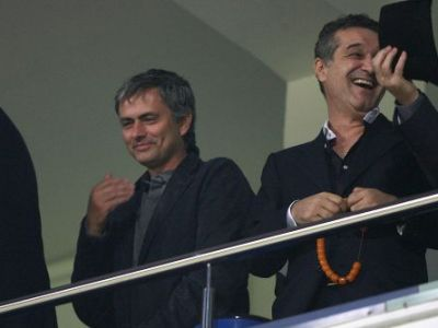 "FABULOS! Mourinho vrea sa mearga in vizita la Jilava! Antrenorul MILIONAR al lui Chelsea s-a interesat de Becali: ""Ceee? Glumesti?"""