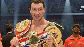 Klitschko isi pastreaza centurile! I-a MASACRAT fata lui Povetkin! Rusul a rezistat eroic 12 reprize! VIDEO