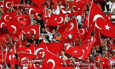 Infern la Istanbul! Turcii pregatesc o mega coregrafie si promit sa le inmoaie genunchii olandezilor! Vezi imagini de pe stadion: FOTO