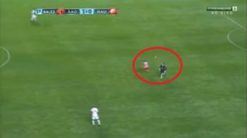 Jos SOMBRERO pentru Rogerio Ceni! Portarul golgheter a UMILIT un atacant cu un procedeu genial! VIDEO: