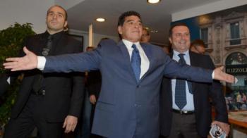 """De 10 ani departe de BLANCA MUJER: """"E cea mai mare realizare!"""" Maradona i-a innebunit azi pe italieni: """"Vin sa antrenez Napoli dupa Benitez!"""""""
