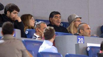 FOTO Maradona s-a intors in Italia! A intarziat la derby-ul dintre Roma si Napoli, fanii l-au luat cu asalt! Cu cine a venit pe Olimpico: