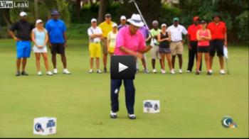 VIDEO: Ca-n filmele cu Benny Hill: a dat intr-o bila, a mai lovit doua :)) Reactia femeilor prezente pe terenul de golf face toti banii!