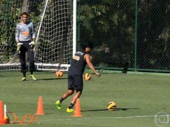 Super-oferta de Black Friday! Ronaldinho a reusit un GOLAZO de senzatie la antrenament :) Nici macar nu s-a chinuit, dar a tras perfect! Video